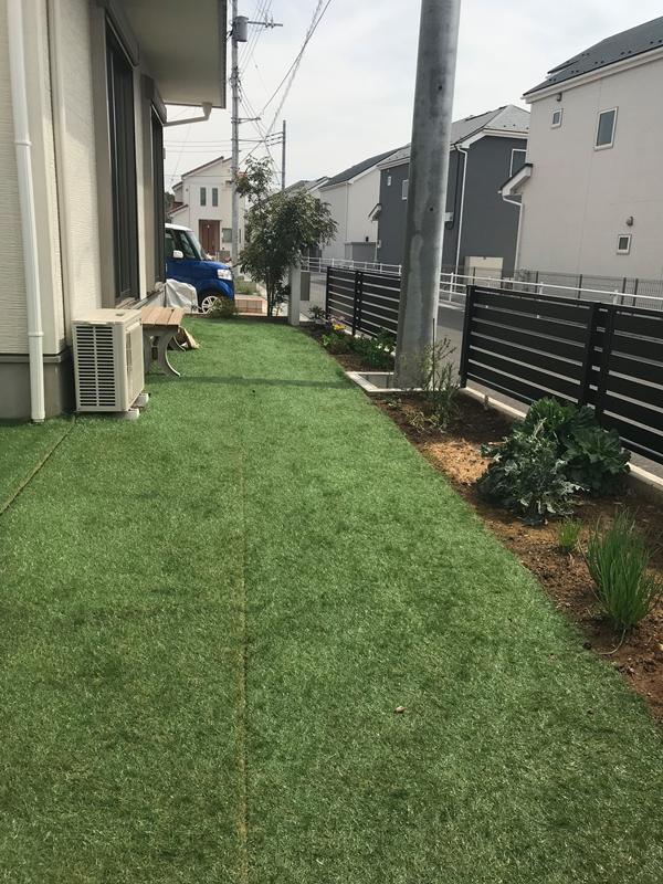 ロウヤのリアル人工芝 幅1m 長さ10mを2本敷いたところ