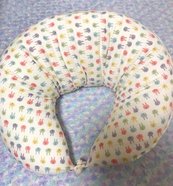 紐を結んで授乳クッションとして使う状態