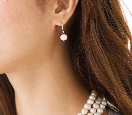 真珠の一粒ピアス